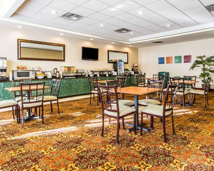 Enjoy breakfast in this seating area | Comfort Inn & Suites Shawnee North near I-40