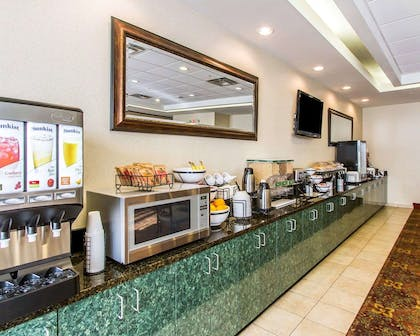 Free hot breakfast | Comfort Inn & Suites Shawnee North near I-40
