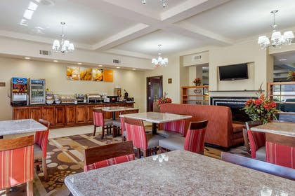 Breakfast area | Comfort Inn & Suites Perry I-35