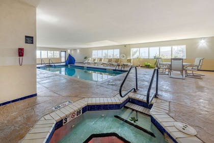 Indoor pool with hot tub | Comfort Inn & Suites Perry I-35