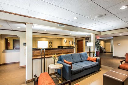 Lobby with sitting area | Comfort Inn & Suites Ardmore
