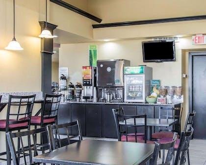 Free hot breakfast | Quality Inn & Suites Fairgrounds West